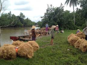 Loading the coir and spinners on boat for delivery home.
