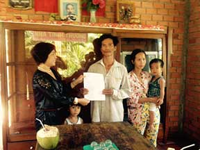 Phuong presents the deed to the new homeowners.