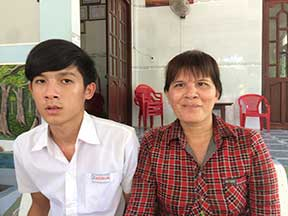 Nguyen Van Nghia and his mom
